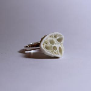 bijoux porcelaine, bague inspiration corail porcelaine blanche sur anneau argent certifié