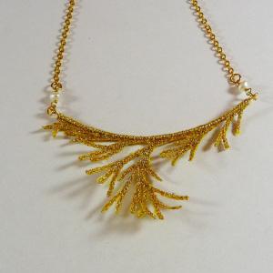 bijoux organza brodé, collier corail doré, chaine doré